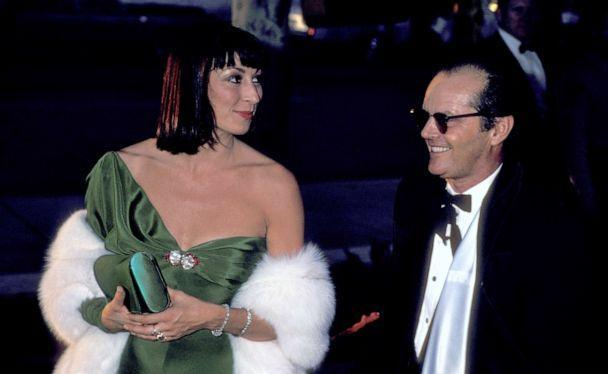 PHOTO: Anjelica Huston and Jack Nicholson arrive for the 58th Annual Academy Awards at Dorothy Chandler Pavillion in Los Angeles, March 24, 1986. (Ron Galella Collection via Getty Images, FILE)