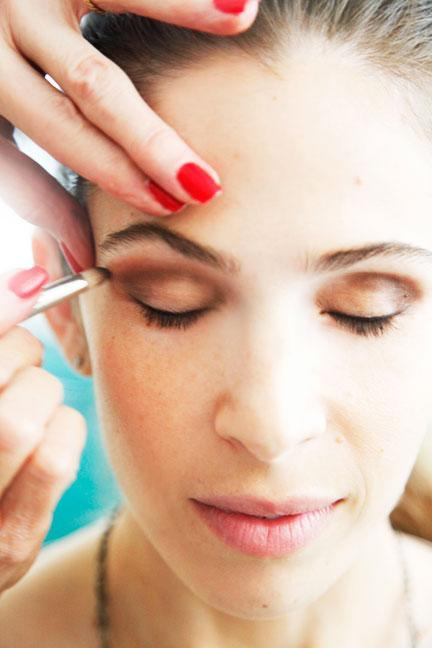 """<div class=""""caption-credit""""> Photo by: Photo: Kelly Stuart</div><div class=""""caption-title"""">Layer Makeup For Longer Wear</div>For the crease color, Linter lined eye sockets with taupe pencil, a lighter shade than the one used along the lashes. Starting under the brow bone, she extended the line to the outer corners to create a """"v"""" shape. """"It's an old trick that opens up the eyes,"""" she says. Next, she retraced her steps with gel liner and powder shadow in similar taupe hues using a dome-shaped brush (""""layering your makeup makes it last all day and through the night""""). To add drama, she <b><a rel=""""nofollow noopener"""" href=""""http://www.elle.com/beauty/makeup-skin-care/liquid-eye-liner-unleash-your-inner-cat-woman-384564?link=emb&dom=yah_life&src=syn&con=blog_elle&mag=elm"""" target=""""_blank"""" data-ylk=""""slk:winged color up and over"""" class=""""link rapid-noclick-resp"""">winged color up and over</a></b> the brow bone, toward the end of the eyebrow. <br> <br> <b>MORE <br> <a rel=""""nofollow noopener"""" href=""""http://www.elle.com/beauty/makeup-skin-care/bright-nail-polish-colors?link=emb&dom=yah_life&src=syn&con=blog_elle&mag=elm"""" target=""""_blank"""" data-ylk=""""slk:The Top Manicure Color for Your Skin Tone"""" class=""""link rapid-noclick-resp"""">The Top Manicure Color for Your Skin Tone</a> <br></b> <b><a rel=""""nofollow noopener"""" href=""""http://www.elle.com/beauty/the-look-summer-hairstyles-657514?link=emb&dom=yah_life&src=syn&con=blog_elle&mag=elm"""" target=""""_blank"""" data-ylk=""""slk:Most Wanted Celebrity Hairstyles for Summer"""" class=""""link rapid-noclick-resp"""">Most Wanted Celebrity Hairstyles for Summer</a></b> <br>"""