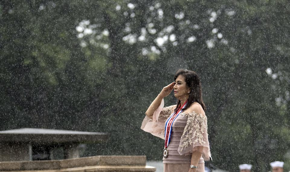 Philippine Vice President Leni Robredo salutes to the statue of National Hero Jose Rizal during a wreath laying ceremony at the 120th Independence Day celebration at Rizal Park in Manila on June 12, 2018. (Photo by NOEL CELIS / AFP)        (Photo credit should read NOEL CELIS/AFP via Getty Images)