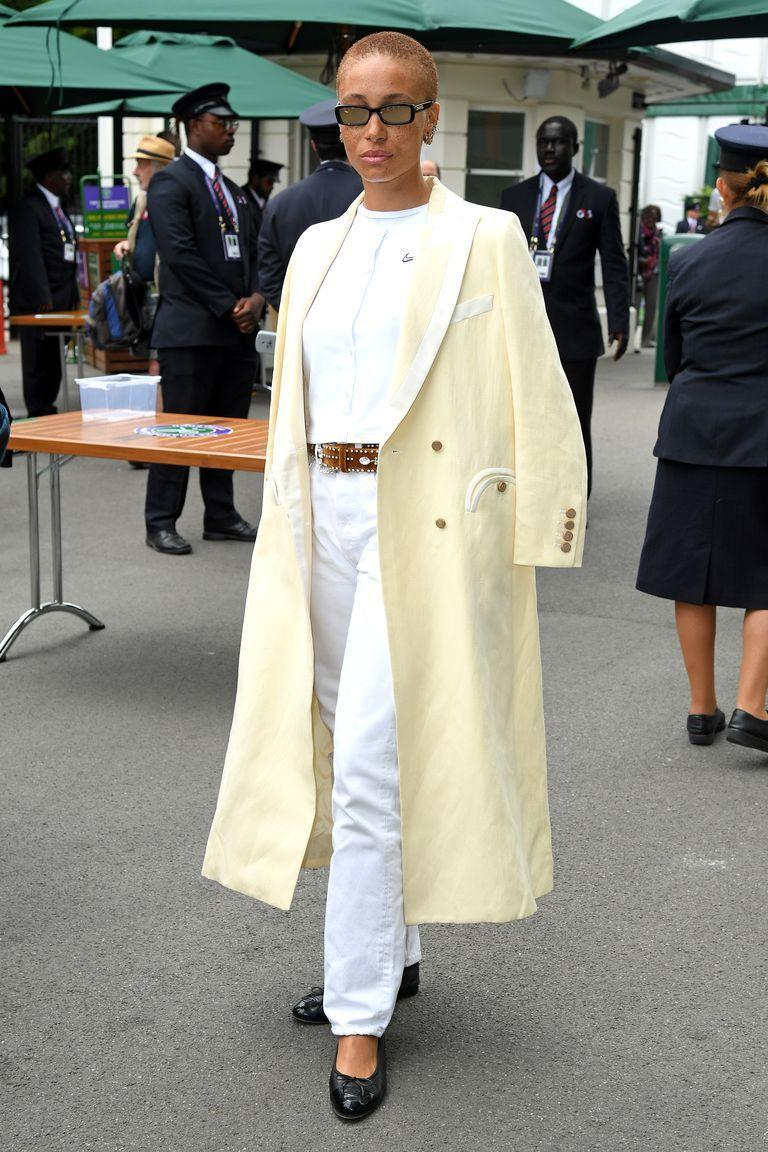 <p><strong>2019 </strong>The model looked effortlessly cool with a lemon-yellow coat draped over her shoulders.</p>