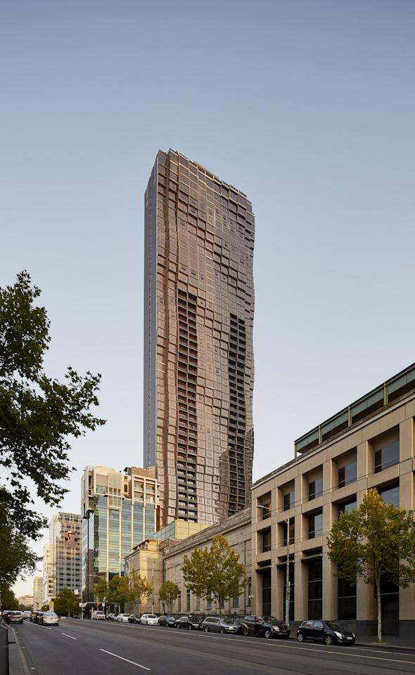 The unique wave-like design of Abode318 is more than just an aesthetic design choice, it creates insulation for the residential building. Designed by Elenberg Fraser and Disegno Australia, the structure contains 450 apartments with some of the best views in Melbourne.