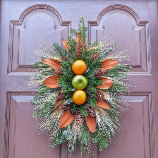 <p>Not all wreaths in Colonial Williamsburg have a traditional shape.<i> (Photo: Christian Carollo/Say Hello to America)</i></p>