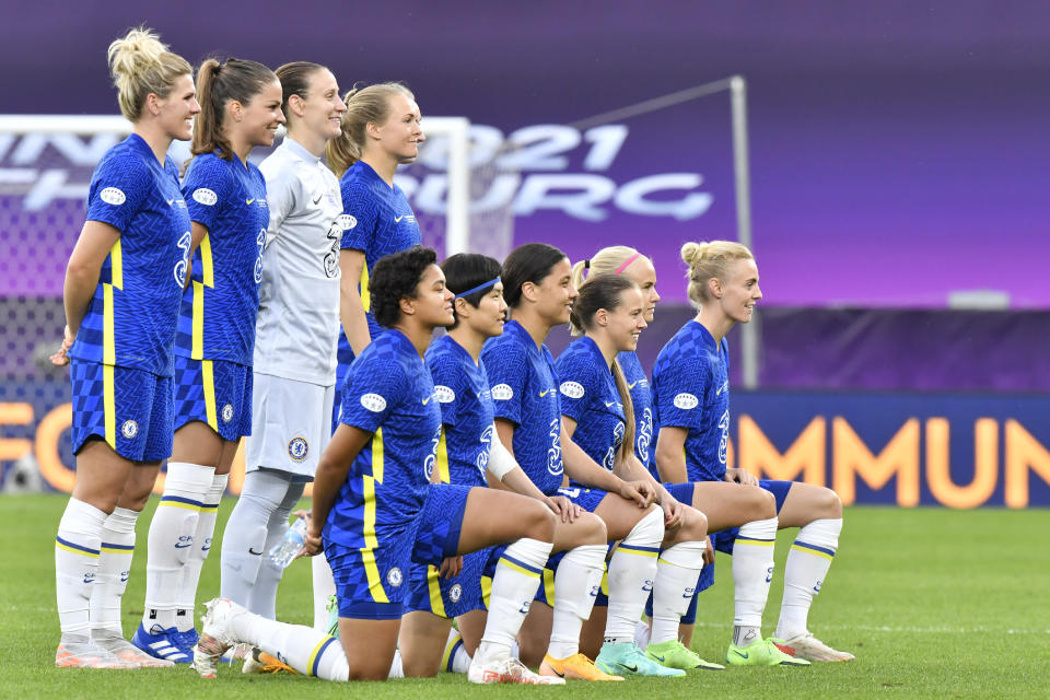 Chelsea team players pose prior to the start of the UEFA Women's Champions League final soccer match between Chelsea FC and FC Barcelona in Gothenburg, Sweden, Sunday, May 16, 2021. (AP Photo/Martin Meissner)