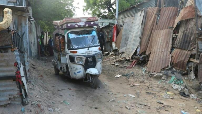 Mogadishu residents leave the capital after several days of violence