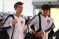 Ulsan Hyundai goalkeeper Jo Hyeon-woo (L) tested positive for the coronavirus while on international duty for South Korea
