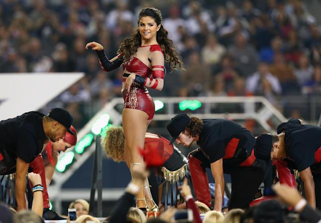 ARLINGTON, TX - NOVEMBER 28: Selena Gomez performs during the halftime show during a Thanksgiving Day game between the Oakland Raiders and the Dallas Cowboys at AT&T Stadium on November 28, 2013 in Arlington, Texas. (Photo by Tom Pennington/Getty Images)