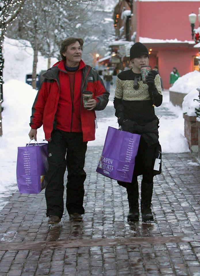 "Kurt Russell and Kate Hudson hang out and do some shopping while on vacation in Aspen, Colorado. <a href=""http://www.infdaily.com"" target=""new"">INFDaily.com</a> - December 26, 2007"