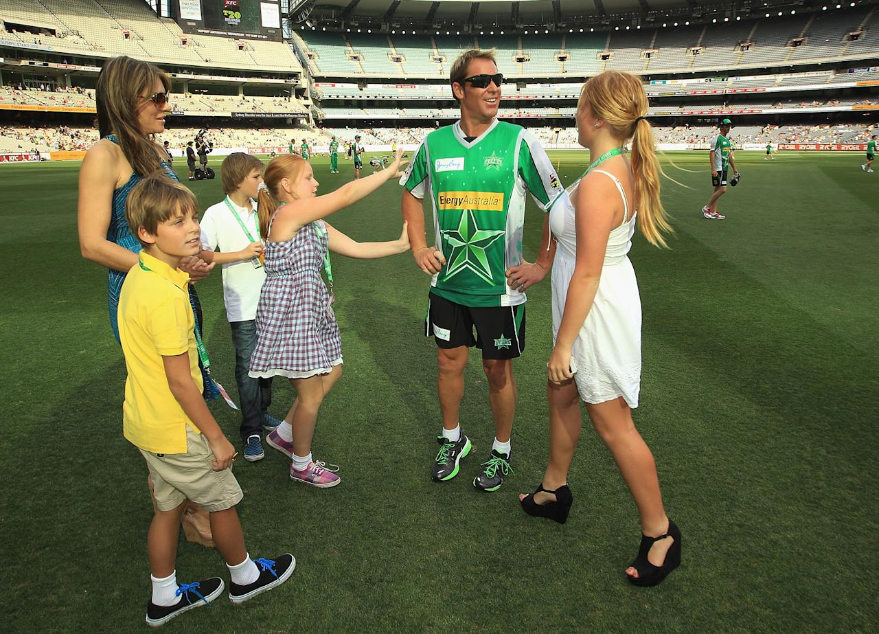 MELBOURNE, AUSTRALIA - DECEMBER 17:  Shane Warne of the Stars with fiance Liz Hurley and his children Jackson, Brooke and Summer and Liz's son Damian ahead of the T20 Big Bash League match between the Melbourne Stars and the Sydney Thunder at Melbourne Cricket Ground on December 17, 2011 in Melbourne, Australia.  (Photo by Hamish Blair/Getty Images)
