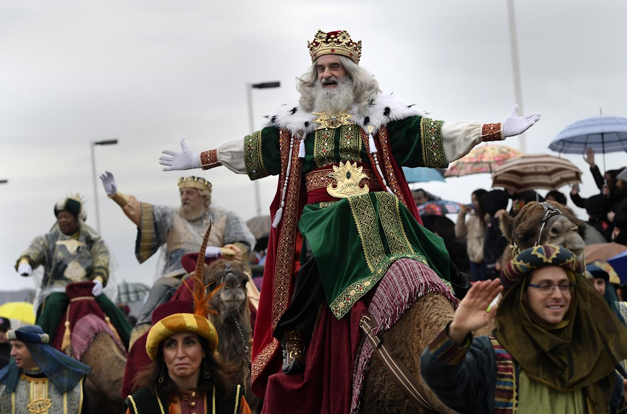<p>A man dressed as one of the Three Kings greets people during the Epiphany parade in Gijon, Spain, Jan. 5, 2018. (Photo: Eloy Alonso/Reuters) </p>