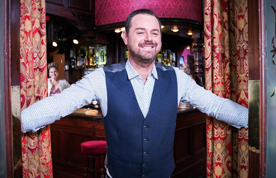 WARNING: Embargoed for publication until 00:00:01 on 16/03/2021 - Programme Name: EastEnders - January-March 2021 - TX: 22/03/2021 - Episode: EastEnders - January-March 2021- 6241 (No. 6241) - Picture Shows: ****EMBARGOED TILL TUESDAY 16TH MARCH 2021**** Linda Carter (KELLIE BRIGHT), Mick Carter (DANNY DYER) - (C) BBC - Photographer: Kieron McCarron/Jack Barnes