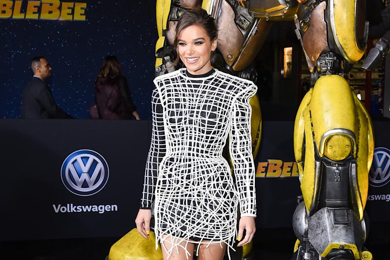 Hailee Steinfeld Wore A Balmain Transformer To The Premiere Of Her Transformers Prequel