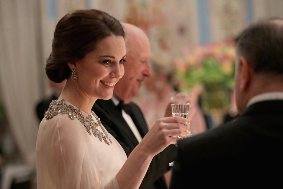 <p>Sometimes a hairstyle doesn't need any accessories and detail. Middleton proved this with her chignon with short side-part for a dinner at the Royal Palace. </p>