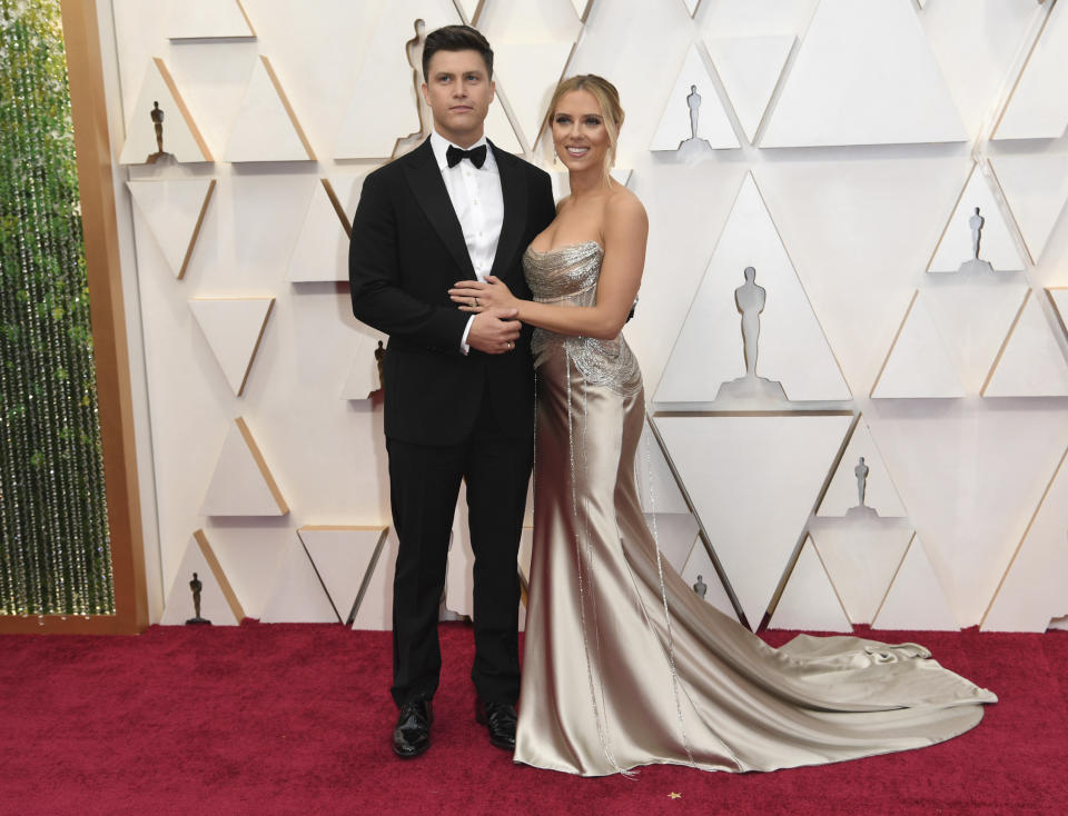 Colin Jost, left, and Scarlett Johansson arrive at the Oscars on Sunday, Feb. 9, 2020, at the Dolby Theatre in Los Angeles. (Photo by Richard Shotwell/Invision/AP)