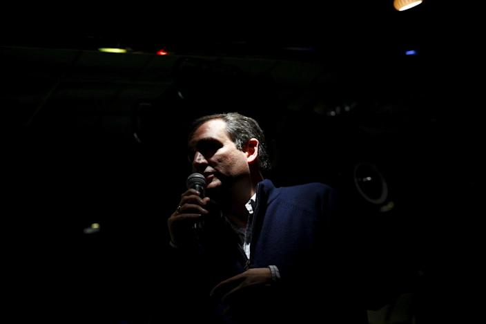 <p>U.S. Republican presidential candidate Ted Cruz speaks at a campaign event in Amherst, N.H., Feb. 3, 2016.<i> (Photo: Eric Thayer/Reuters)</i></p>