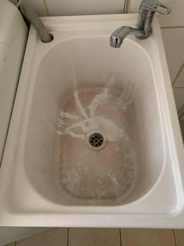 Stained sink before Aldi crème cleanser transformation
