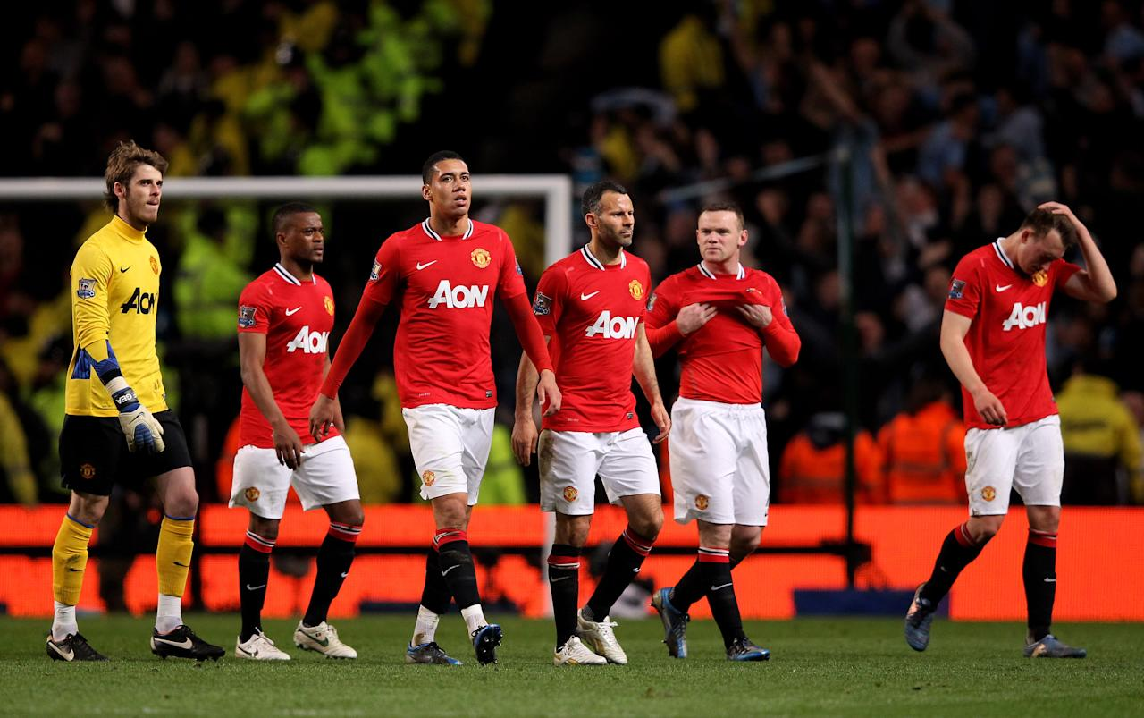 MANCHESTER, ENGLAND - APRIL 30:  The Manchester United players look dejected at the end of the Barclays Premier League match between Manchester City and Manchester United at the Etihad Stadium on April 30, 2012 in Manchester, England.  (Photo by Alex Livesey/Getty Images)