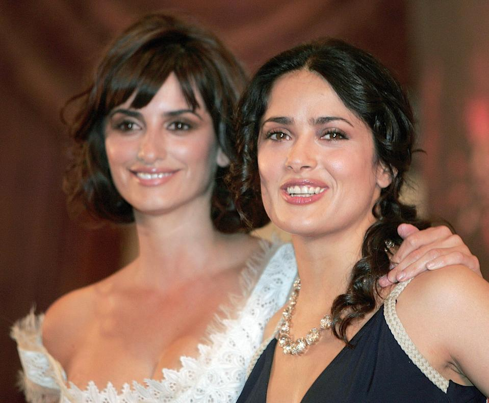 Penélope Cruz (left, in 2006) was angry with Salma Hayek for not confiding in her sooner about her experience with Harvey Weinstein. (Photo: REUTERS/Henry Romero)