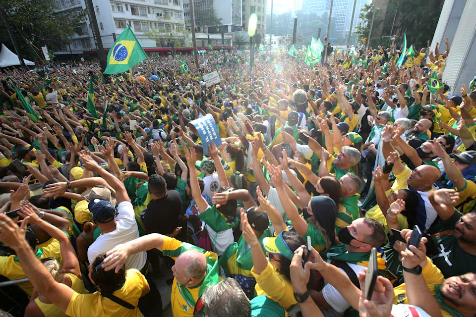 SAO PAULO, BRAZIL - SEPTEMBER 07: Supporters of President of Brazil Jair Bolsonaro gather as they wave flags during a demonstration during Brazil's Independence Day at Paulista Avenue on September 07, 2021 in Sao Paulo, Brazil. Brazilians have taken the streets as they commemorate their Independence Day to show both support and rejection for Jair Bolsonaro's administration. (Photo by Alexandre Schneider/Getty Images)