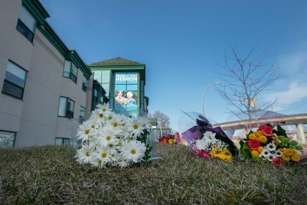 As the crisis unfolded during the spring of 2020 , people left flowers in front of the Herron long-term care home. (Ivanoh Demers/Radio-Canada - image credit)