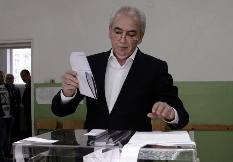 Lyutvi Mestan, leader of the DOST party, casts his ballot in Sofia, Bulgaria on Sunday, March 26, 2017. Bulgarians are heading to the polls for the third time in four years in a snap vote that could tilt the European Union's poorest member country closer to Russia as surveys put the GERB party neck-and-neck with the Socialist Party. (AP Photo/Valentina Petrova)