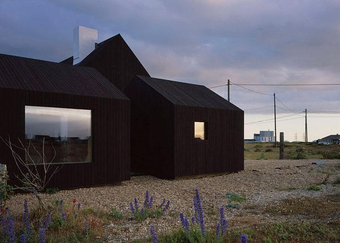 This black stained house in england 39 s only desert is for Images of black houses