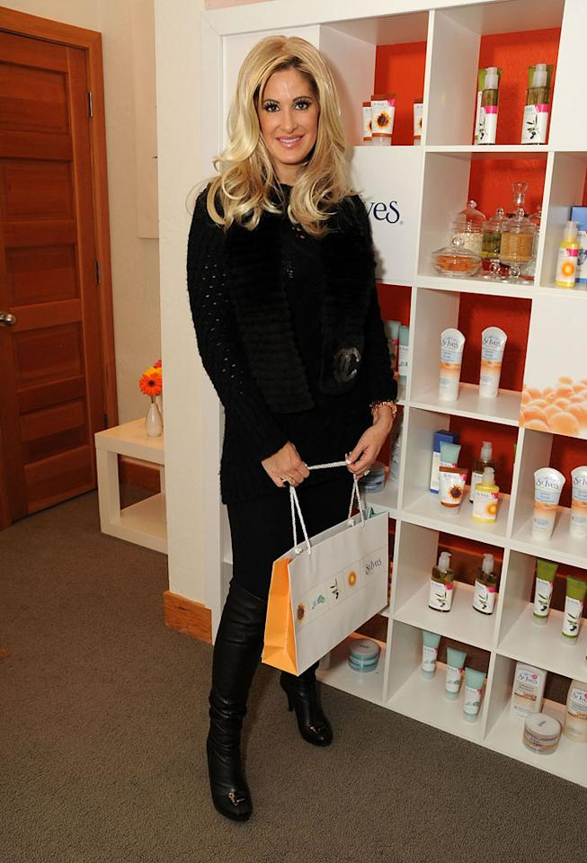 "Real Housewife-turned-""singer"" Kim Zolciak loads up on St. Ives swag. For someone who loves spending money, she doesn't mind getting stuff for free! Jordan Strauss/<a href=""http://www.wireimage.com"" target=""new"">WireImage.com</a> - January 18, 2009"