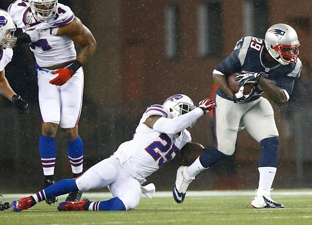 FOXBORO, MA - DECEMBER 29: LeGarette Blount #29 of the New England Patriots runs with the ball past Da'Norris Searcy #25 of the Buffalo Bills in the first half during the game at Gillette Stadium on December 29, 2013 in Foxboro, Massachusetts. (Photo by Jared Wickerham/Getty Images)