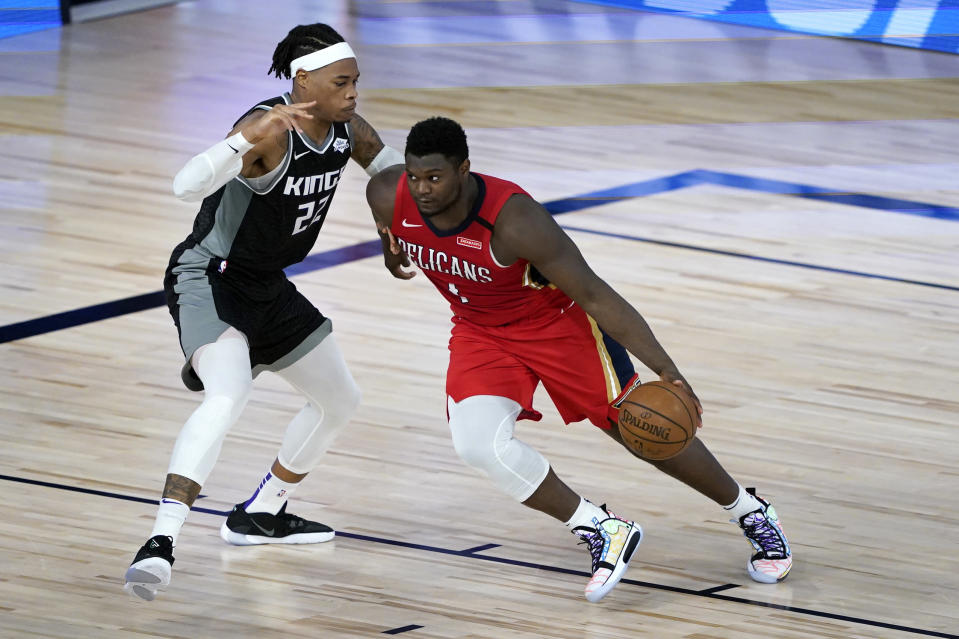 New Orleans Pelicans' Zion Williamson (1) drives to the basket against Sacramento Kings' Richaun Holmes (22) during the second half of an NBA basketball game Thursday, Aug. 6, 2020 in Lake Buena Vista, Fla. (AP Photo/Ashley Landis, Pool)
