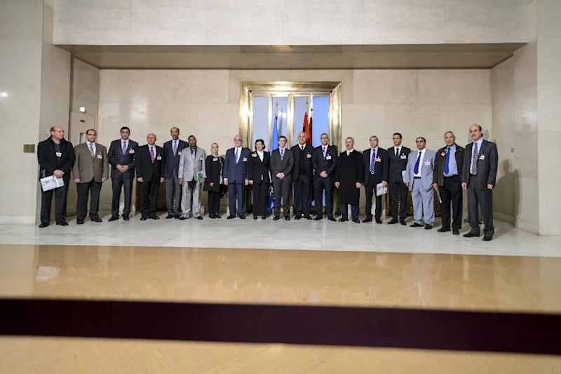 United Nations (UN) special envoy for Libya Bernardino Leon (10th L) pose for a photo with Libya's warring factions representatives prior to talks on January 14, 2015 in Geneva