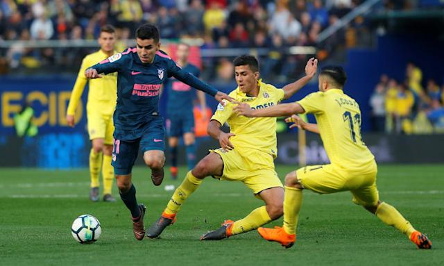 Soccer Football - La Liga Santander - Villarreal vs Atletico Madrid - Estadio de la Ceramica, Villarreal, Spain - March 18, 2018 Atletico Madrid's Angel Correa in action with Villarreal's Rodri REUTERS/Heino Kalis