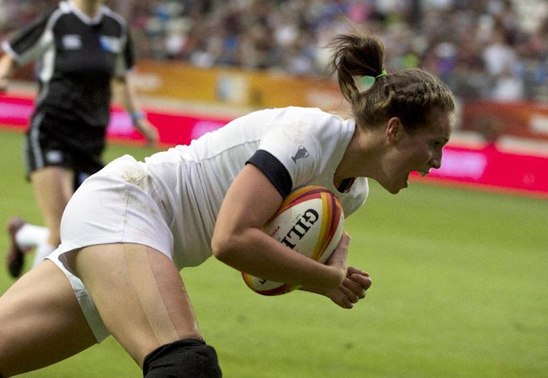 England's centre Emily Scarratt scores a try during the IRB Women's Rugby World Cup final match between England and Canada at the Jean Bouin Stadium in Paris on August 17, 2014 (AFP Photo/Alain Jocard )