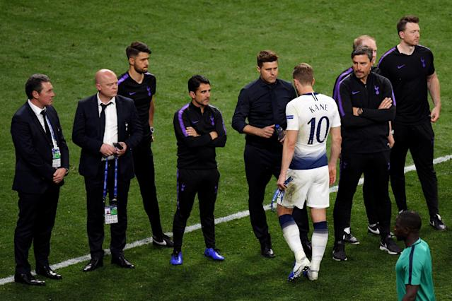 Mauricio Pochettino consoles Harry Kane of Tottenham Hotspur following defeat in the Champions League Final (Photo by David Ramos/Getty Images)