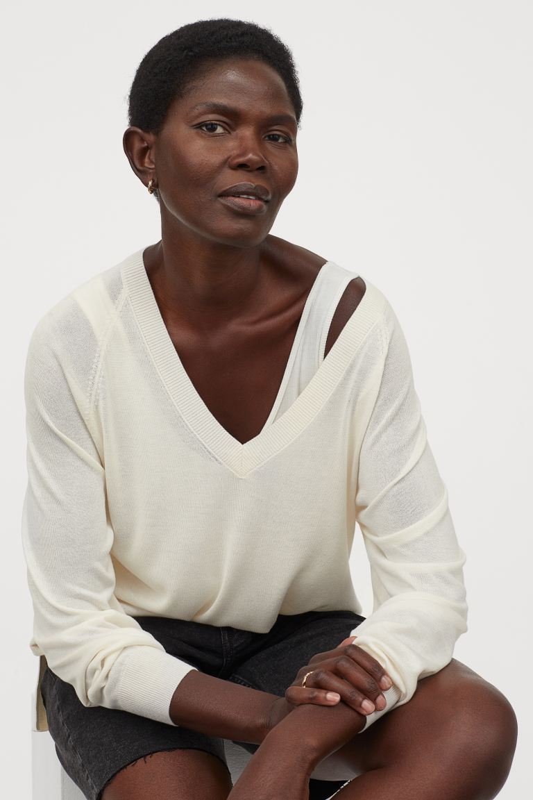 """<h3>H&M V-Neck Sweater </h3><br><strong>Why It's A Best Buy</strong>: This slouchy v-neck pullover is a viscose/polyester blend so you don't have to worry about the fabric getting warped or wrinkled in transit. It's breathable enough to sport on a summer night out and substantial enough to layer up with during chillier fall evenings.<br><br><strong>The Review</strong>: """"Great everyday sweater - great price! I highly recommend."""" <em>– H&M Reveiewer</em><br><br><strong>H&M</strong> V-Neck Sweater, $, available at <a href=""""https://go.skimresources.com/?id=30283X879131&url=https%3A%2F%2Fwww2.hm.com%2Fen_us%2Fproductpage.0816832010.html"""" rel=""""nofollow noopener"""" target=""""_blank"""" data-ylk=""""slk:H&M"""" class=""""link rapid-noclick-resp"""">H&M</a>"""