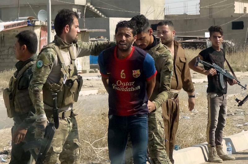 Iraqi Kurdish security forces detain a suspected member of IS group as they patrol the eastern suburbs of Kirkuk on October 22, 2016 (AFP Photo/Marwan Ibrahim)