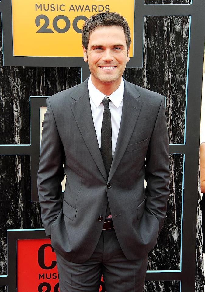 "Julianne's boy toy, country singer Chuck Wicks, was all smiles in his dapper gray suit. Jeff Kravitz/<a href=""http://filmmagic.com/"" target=""new"">FilmMagic.com</a> - June 16, 2009"