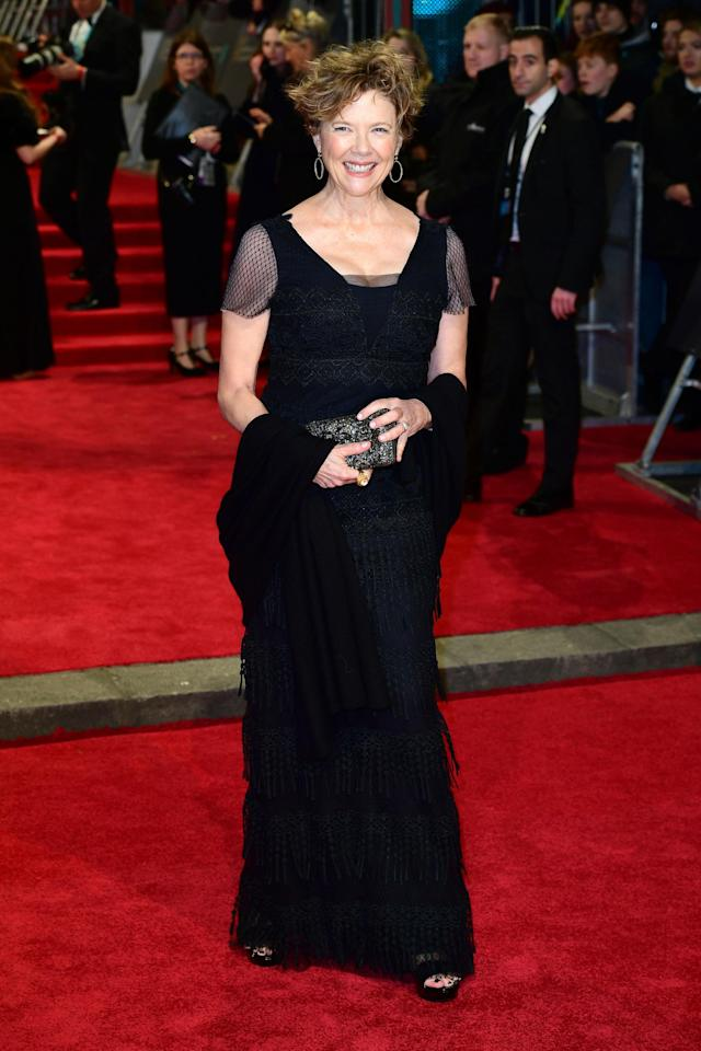 <p>A cap-sleeved dress, worn with a shawl, was the actress's outfit for the evening. <em>[Photo: Getty]</em> </p>