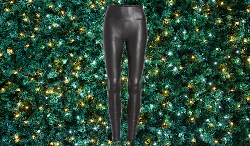Reviewers say these are the most flattering leggings ever. (Photo: Nordstrom)