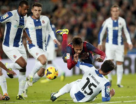 Barcelona's Neymar is tackled by Espanyol's Hector Moreno (bottom, back to camera) during their Spanish La Liga first division soccer league match at Camp Nou stadium in Barcelona, November 1, 2013. REUTERS/Albert Gea