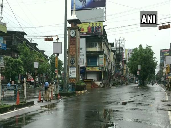 Streets wear a deserted look as West Bengal observes complete lockdown on Monday. (Photo/ANI)