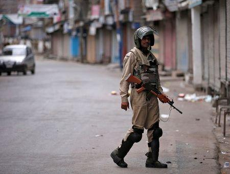 Curfew,shutdown continue for 10th day in Kashmir