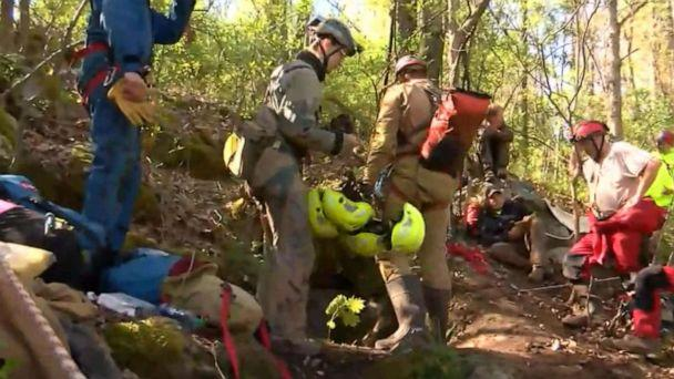 5 men trapped in Virginia cave rescued by emergency crews