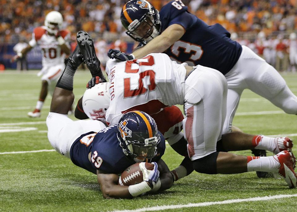 Texas San Antonio's Jarveon Williams (29) is hit by Houston's Efrem Oliphant (50) as he takes the ball to the one yard line to set up a touchdown during the first half of an NCAA college football game, Saturday, Sept. 28, 2013, in San Antonio. (AP Photo/Eric Gay)