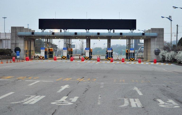 Lights are off at the South Korean checkpoint on the road leading to Kaesong in North Korea on May 3, 2013