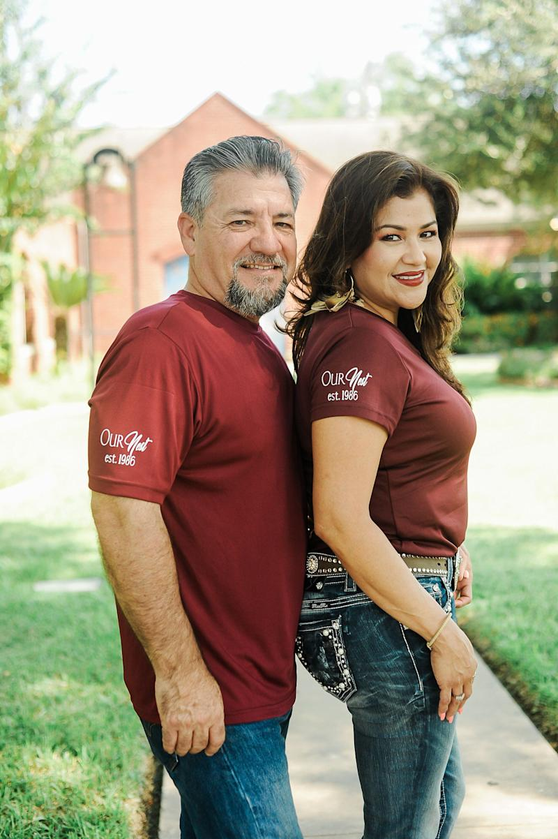 "The couple wearing matching ""Our Nest, Est. 1986"" T-shirts.  (Photo: <a href=""https://www.instagram.com/photographymelyssaanne/"" target=""_blank"">Melyssa Anne Photography</a>)"
