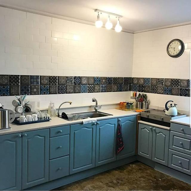 <p>The kitchen is just big enough to cook breakfast, or a tea party for you and up to five friends (since the apartment has sleep space for up to six). (Airbnb) </p>