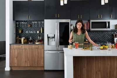 LG 'Rolls' Out Craft Ice on More Refrigerator Models, Adds New Features for Today's Next-Level Kitchen (CNW Group/LG Electronics Canada)