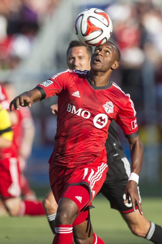 Toronto FC 's Jackson Goncalves controls the ball in front of D.C. United's Davy Arnaud during the first half of an MLS soccer game in Toronto on Saturday, July 5, 2014. (AP Photo/The Canadian Press, Chris Young)