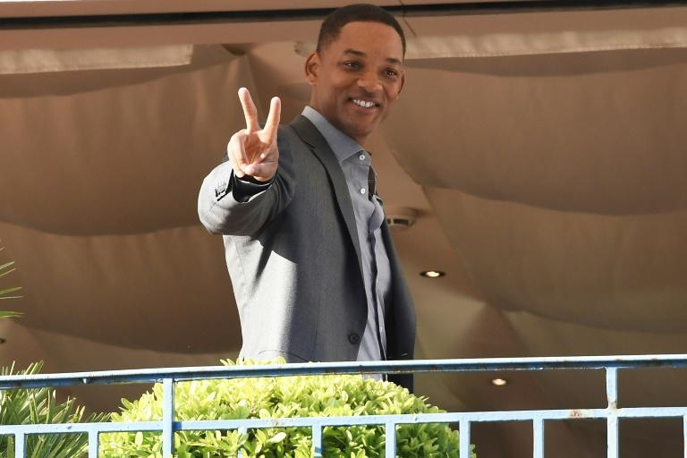 US actor Will Smith has jumped to Netflix's defence in the row over the future of cinema at the Cannes film festival