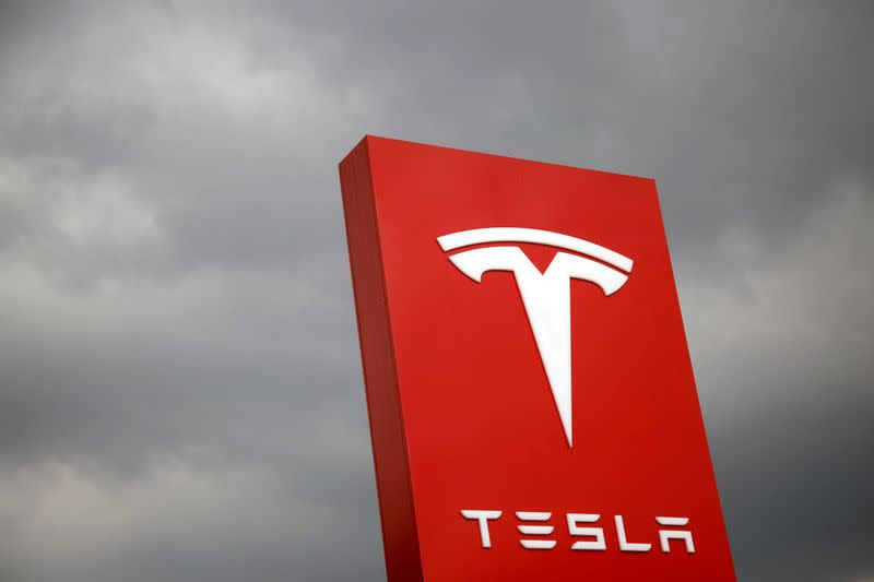 Another day, another record: Tesla shares march toward $1,000