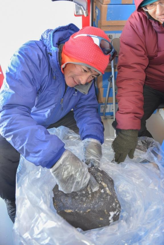 More than 38,000 meteorites have been found in Antarctica, but only 30 bigger than 40 pounds (18 kg). The big meteorite found in Antarctica is an ordinary chondrite.